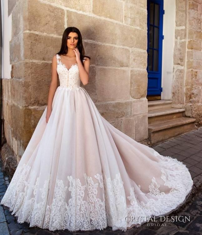 6 Best Hairstyles Wear with Strapless Wedding Dress – WeddCeremony