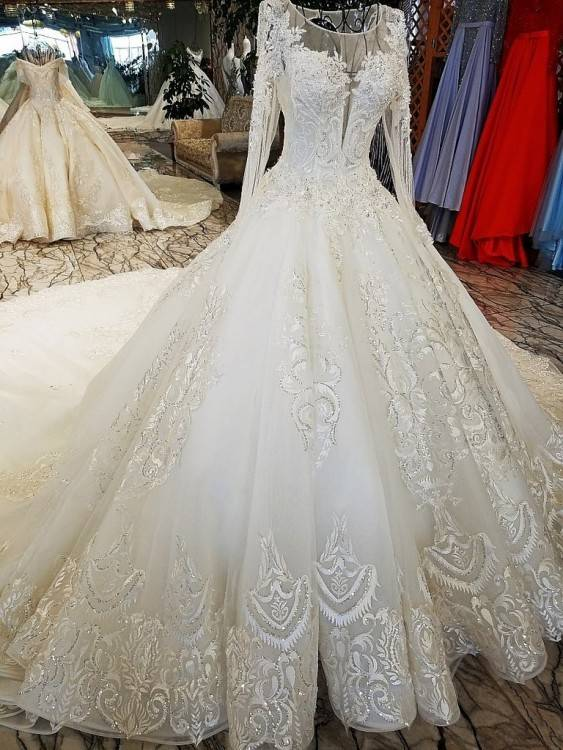 """Maureen's wedding dress as a lot more meaning to it than most, as the bride tells us, """"Hand crocheted and designed by my grandmother for my mother's wedding"""
