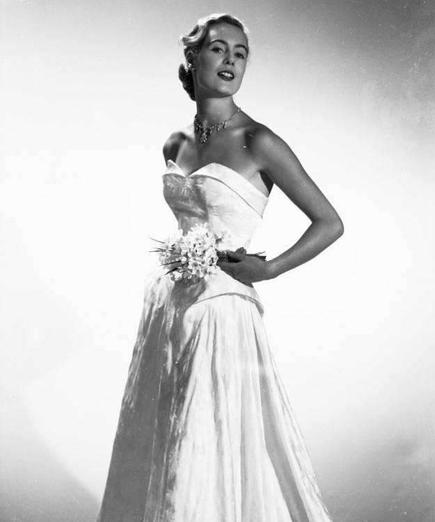 Lace Border Hem Wedding Dress Unknown Date